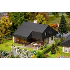 Faller 130643 - Architectenhuis met platen dak