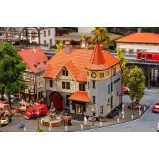 Faller 130649 - Gemeentehuis met brandweergarage