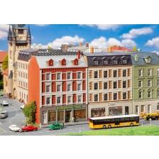 Faller 232389 - 2 gerenoveerde stadshuizen met winkels