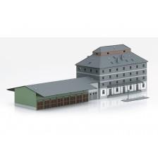 """Trix 66324 - Bouwdoos """"Raiffeisen-pakhuis met markt"""""""