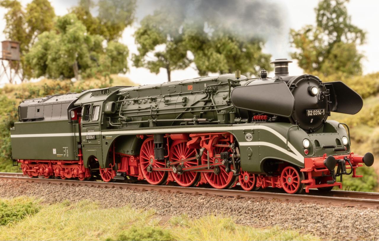 DR Schnellzug-Dampflokomotive 02 0314-1